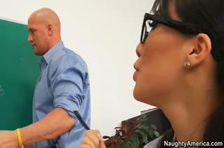 Студентка Asa Akira устраивает жесткий трах с преподавателем