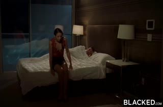 Avi Love получает наслаждение от порнушки с негром