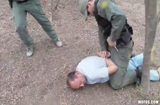 Боец спецназа решил трахнуть задержанную Taylor Reed