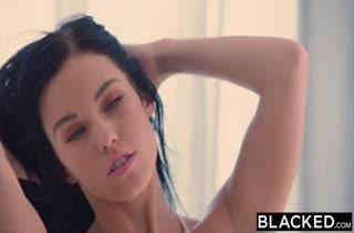 Красотка Megan Rain устраивает групповое порно с неграми