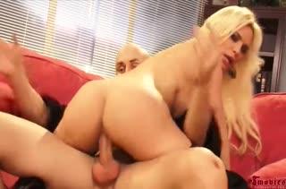 Сисястая мамка Diamond Foxxx наслаждается грубым сексом