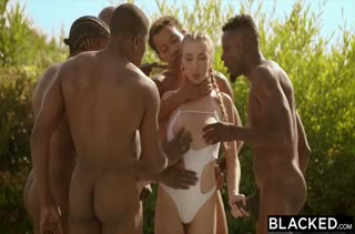 Черный мужик порадовал размером сразу трех девок