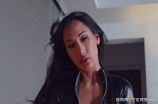 Женушка Amia Miley решила поиграть с мужем в фетиш порно