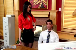 Сисястая сучка Dava Fox хардкорно трахнулась в офисе
