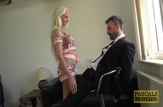 Шикарную блондиночку жестко затрахали до стонов