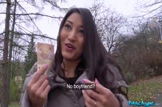 Азиатка дала первому знакомому прямо перед камерой